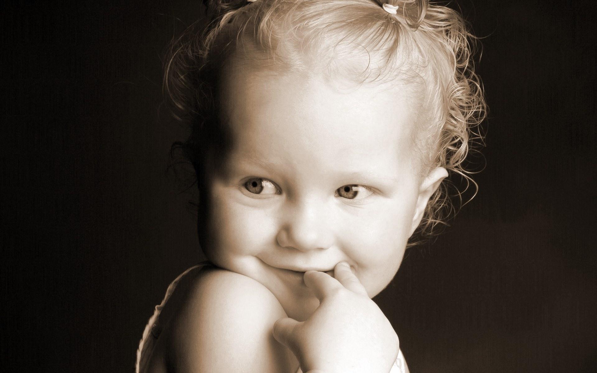Фото стеснительные девушки 15 фотография