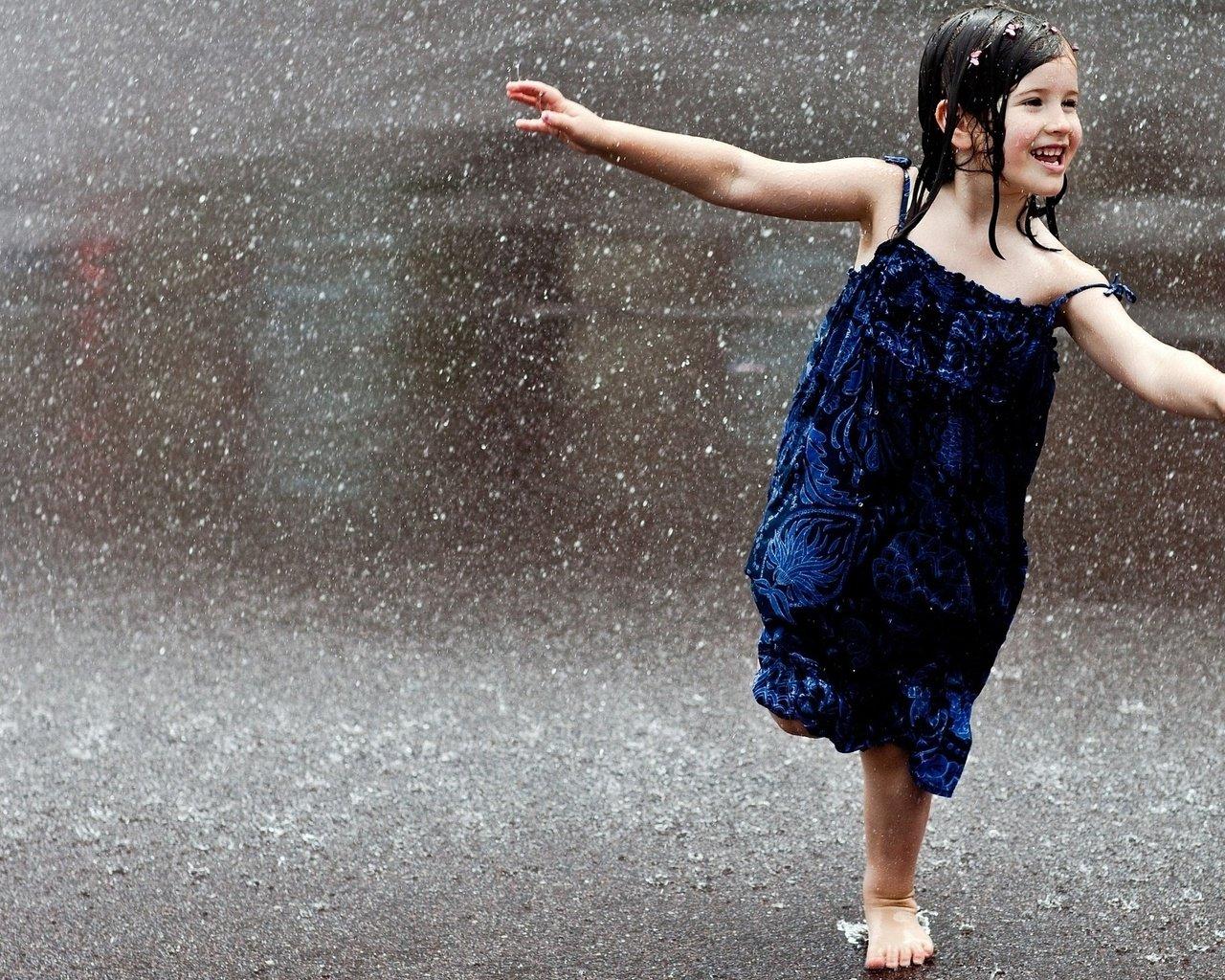 занятий лыжным девочка по городу шагает танец хорошо